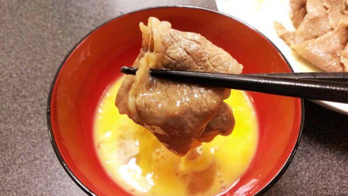 すき焼き 生卵につけて食べる