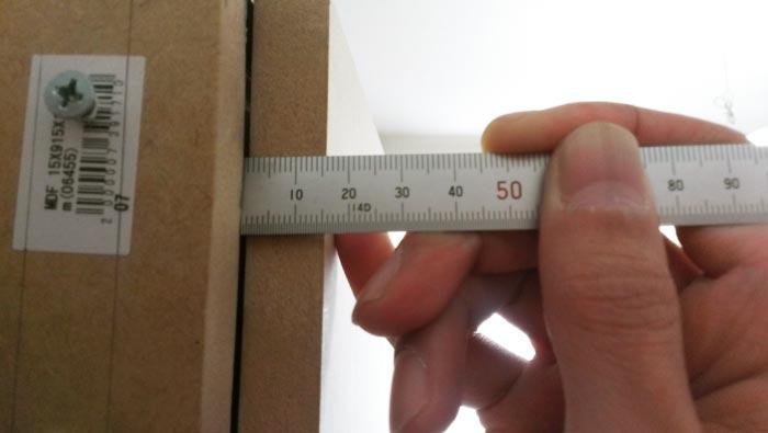 自作防音室扉の歪みチェック 上部スキマ1mm
