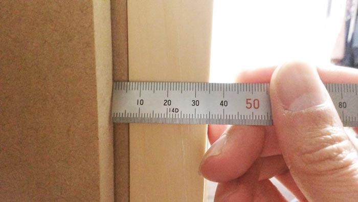 自作防音室扉の歪みチェック 上部スキマ5.5mm