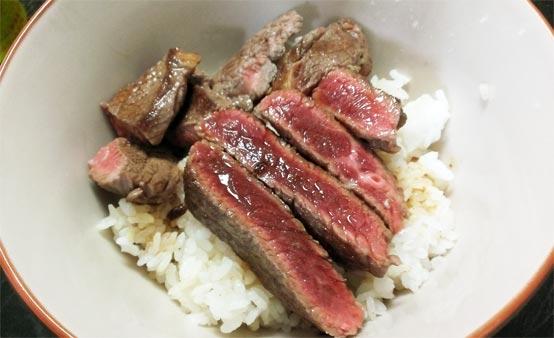 激安牛肉のステーキ丼