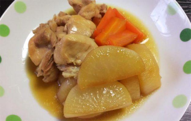 鶏もも肉と大根とニンジンの煮物