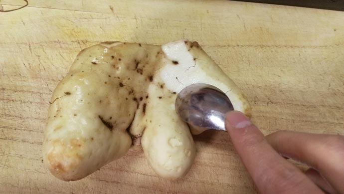 大和芋の皮むき