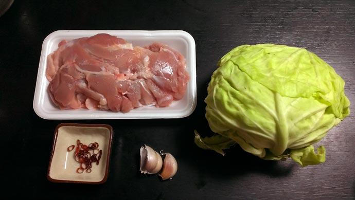 焦がしキャベツと鶏のスープ 材料 鶏もも肉 キャベツ 唐辛子 ニンニク