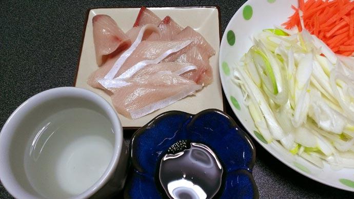 ブリしゃぶをお皿に盛りつける