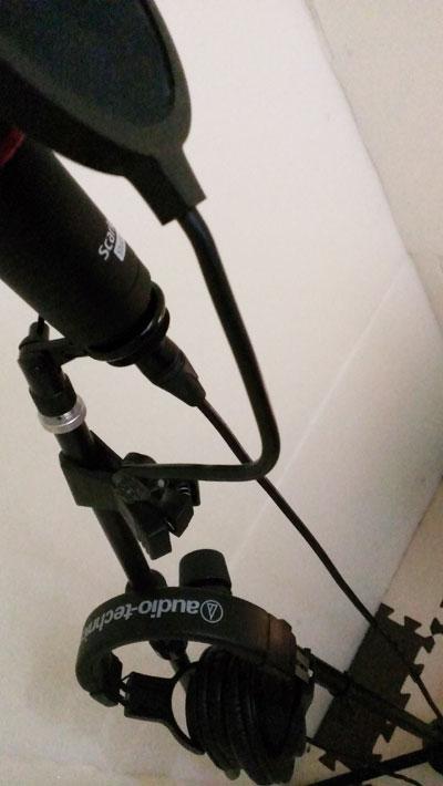 自作防音室内にオーディオテクニカのATH-M20Xを設置