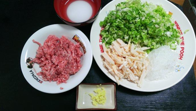 春巻きの材料 白菜 タケノコ 春雨 ひき肉 ショウガ など
