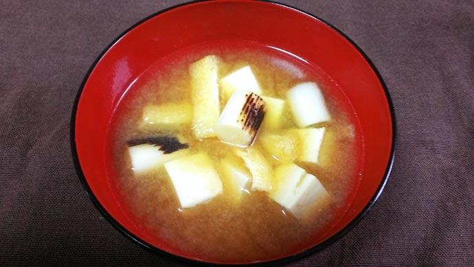 長ネギと豆腐と油揚げのお味噌汁
